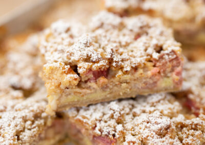 Seasonal Crumble Almond Shortbread, Homemade Custard, Fruit and Crumbs | Yallingup Gugelhupf Bakery #fruitcrumble #custard #yallingupbakery